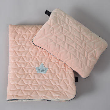 VELVET COLLECTION – SET – BLANKET & MID PILLOW  - POWDER PINK BRIGHT (Z DROBNĄ SKAZĄ)